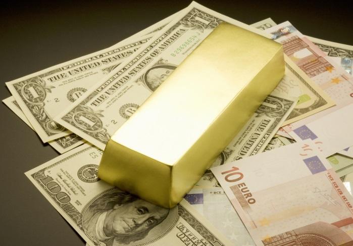Cum pot împrumuta bani unei persoane