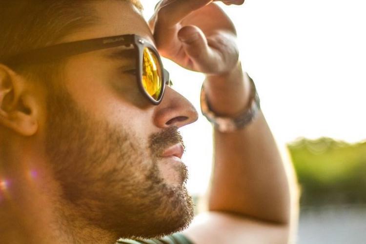 adv-ziua-barbatului-ochelari-de-soare.jpg