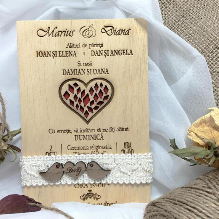 invitatii-de-nunta-gravate-pe-lemn.jpg